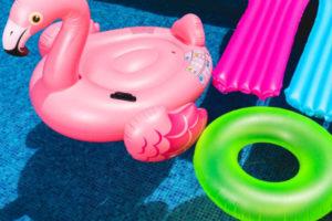 Come decorare la piscina di casa tua con i gonfiabili